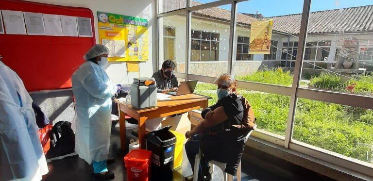 Vacunación del sector educación; docente, directivo y personal administrativo de IIEE rural.